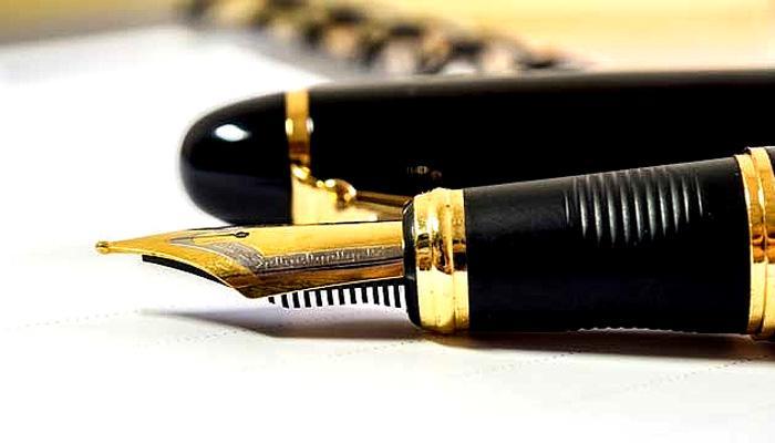 म्हणून फाशीची शिक्षा दिल्यानंतर न्यायाधीश तोडतात पेनची निब