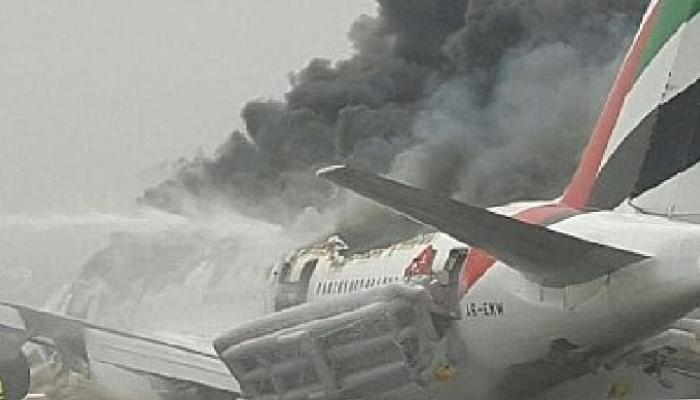 दुबई एअरपोर्टवर विमानाचं क्रॅश लँड़िंग