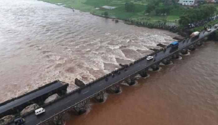 महाड पुल दुर्घटना : विरोधी पक्षांचा स्थगन प्रस्ताव