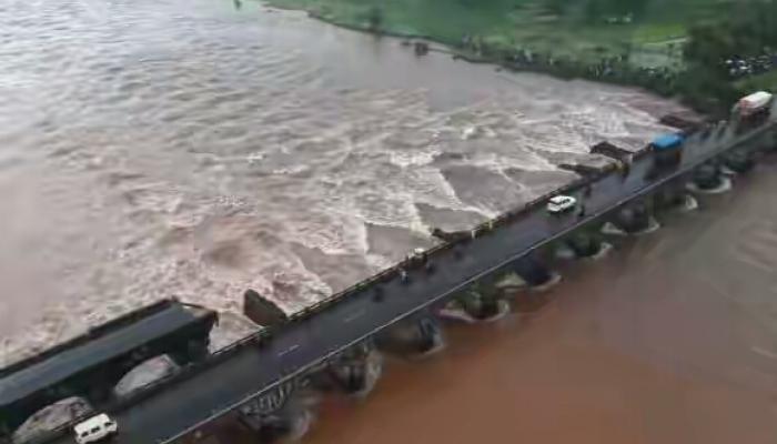 महाड पूल दुर्घटना : एसटीतील मृतांच्या नातेवाईकांना १० लाख, वारसाला नोकरी