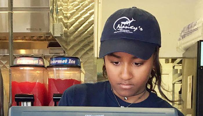 राष्ट्राध्यक्ष ओबामांची मुलगी करतेय वेटरचे काम