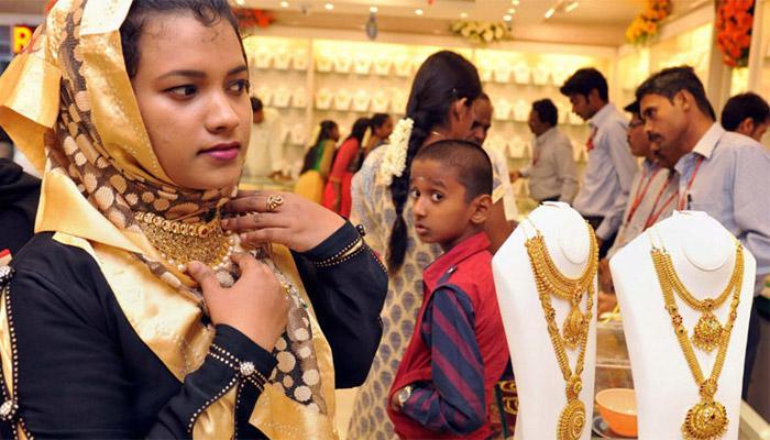 दिल्लीत सोन्या-चांदीच्या भावात घट