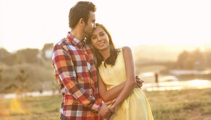 प्रेमात पडल्यावर मुलींमध्ये होतात हे ५ बदल