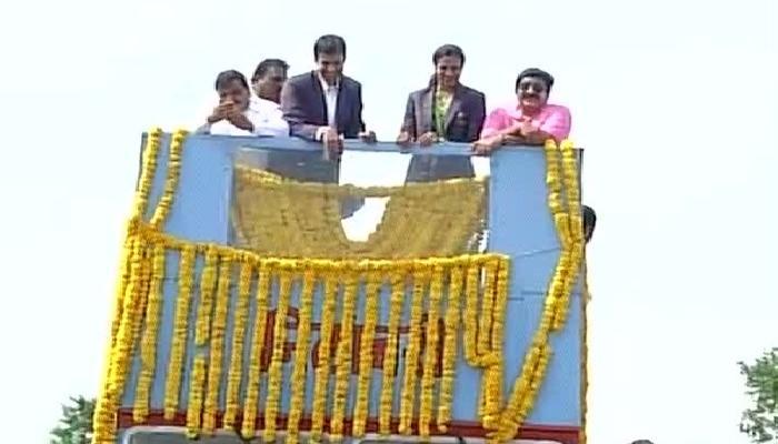 पी. व्ही सिंधूवर फुलांचा पाऊस, हैदराबाद झालं स्वागतासाठी सज्ज