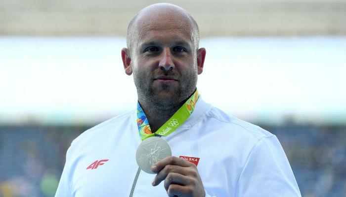 रिओ ऑलिम्पिकमध्ये जिंकलेलं सिल्व्हर मेडल विकलं