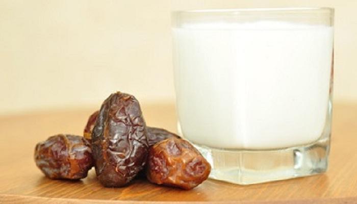 खारीक टाकून उकळवलेले दूध पिण्याचे फायदे