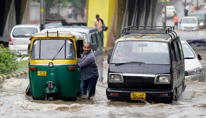 दिल्ली, हैदाराबादमध्ये पावसाने जनजीवन विस्कळीत