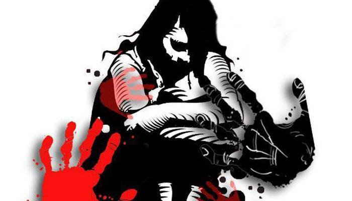 पतीला चाकूचा धाक दाखवून तिघांचा पत्नीवर बलात्कार