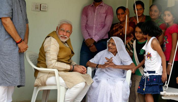 पंतप्रधान नरेंद्र मोदींच्या कुटुंबाला मोठा धक्का