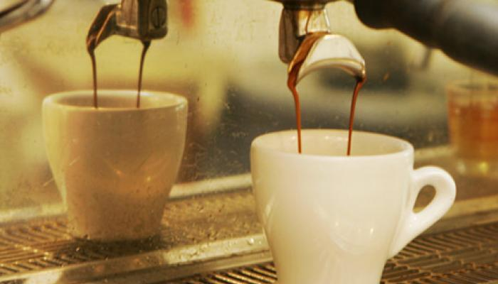 चहा-कॉफीचं सेवन सोडल्यानं होतील हे 9 फायदे