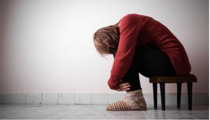 चेहऱ्याच्या रंगावरून पतीनं आपल्या पत्नीला आत्महत्येस प्रवृत्त केले