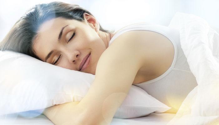 रात्री झोपण्याआधी महिला करतात या 5 गोष्टींचा विचार