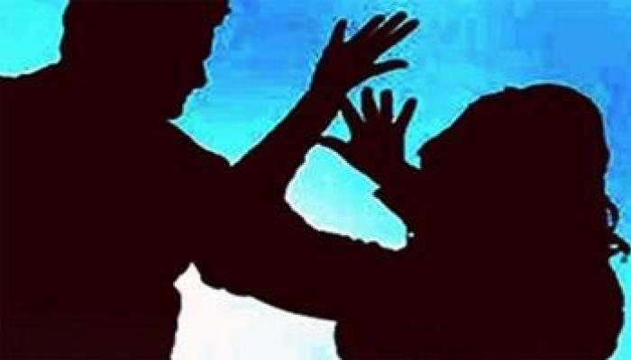 उशीरा घरी आल्यामुळे वडिलांचा मुलीवर चाकूने हल्ला