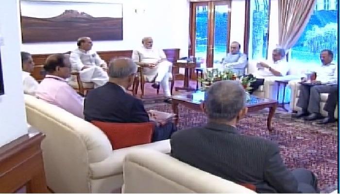 उरीच्या हल्ल्यानंतर घडामोडींना वेग, पंतप्रधानांसोबत बैठक