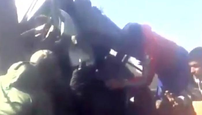 काश्मीरी मुलांनी वाचवला सैनिकाचा जीव, व्हिडिओ व्हायरल