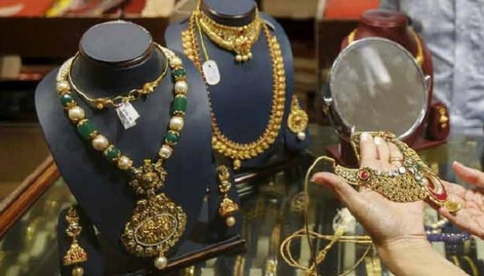 जळगावात दसऱ्याच्या मुहूर्तावर सोने खरेदी