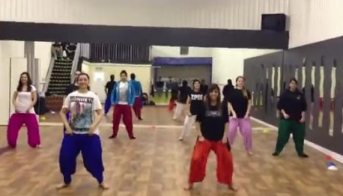 इंग्लडमध्ये भांगडा नृत्याची क्रेझ, व्हिडिओ होतोय व्हायरल