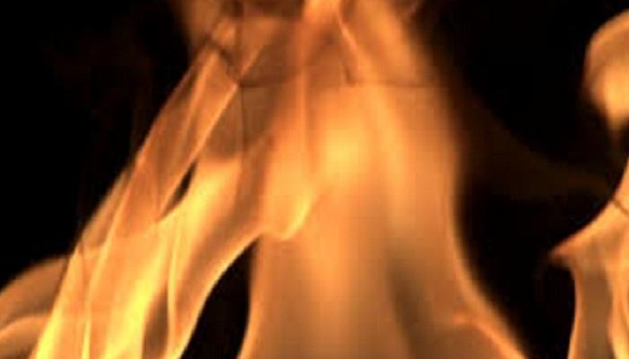 एसी कॉम्प्रेसरला शॉटसर्किटमुळे आग, धुरामुळे गुदमरुन एकाचा मृत्यू