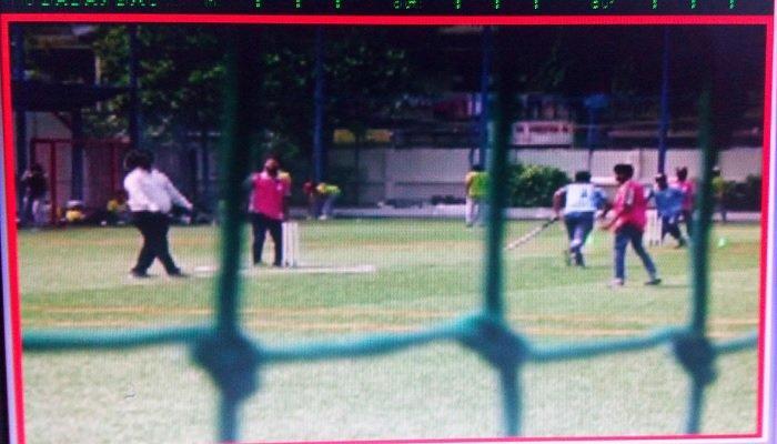 अभियंत्यांनी खेळ मांडला... कार्यालय ओस, खड्डे सोडून खेळताहेत क्रिकेट