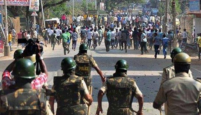 मुंबईत अतिक्रमण विरोधी पथक आणि पोलिसांवर दगडफेक