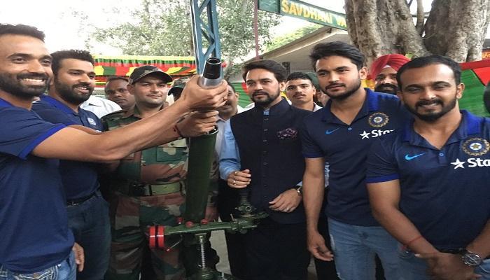 टीम इंडियाचे खेळाडू भेटले जवानांना