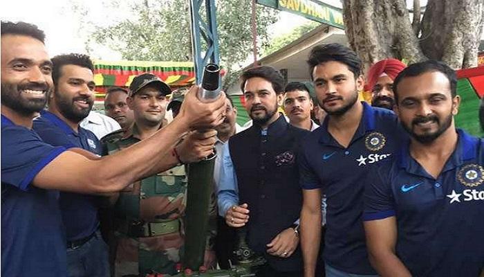 टीम इंडियाच्या खेळाडूंनी घेतली जवानांची भेट
