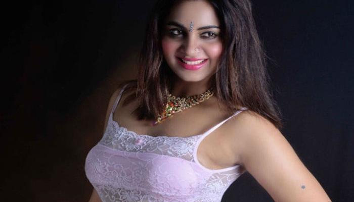 मॉडेल अर्शी खानला पुण्यात हॉटेलमध्ये अटक, सेक्स रॅकेटचा आरोप
