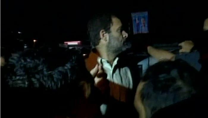 मेणबत्ती मोर्चावेळी राहुल गांधी ताब्यात, दोन तासानंतर पोलिसांनी सोडलं