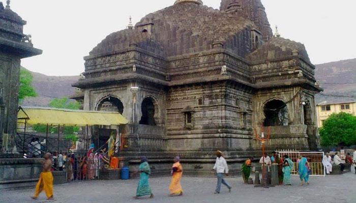 त्र्यंबकेश्वर मंदिरात सुरक्षा रक्षक आणि भाविकांमध्ये हाणामारी