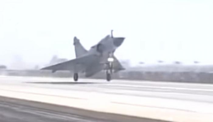 'एक्स्प्रेसवे'वर उतरली आठ लढाऊ विमान