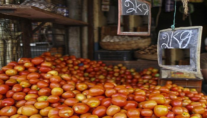 टोमॅटो दोन रुपये किलो, शेतकऱ्यांवर टोमॅटो फेकून देण्याची वेळ