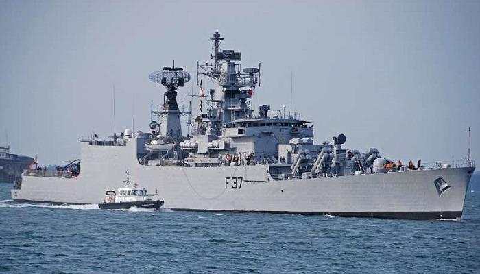 आयएनएस बेतवा युद्धनौकेला मुंबईच्या समुद्रात अपघात