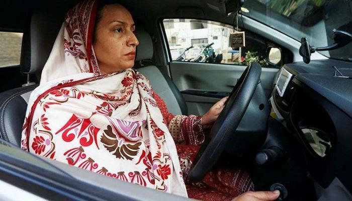 'कट्टर' पाकिस्तानातही आता दिसणार 'महिला टॅक्सी चालक'!