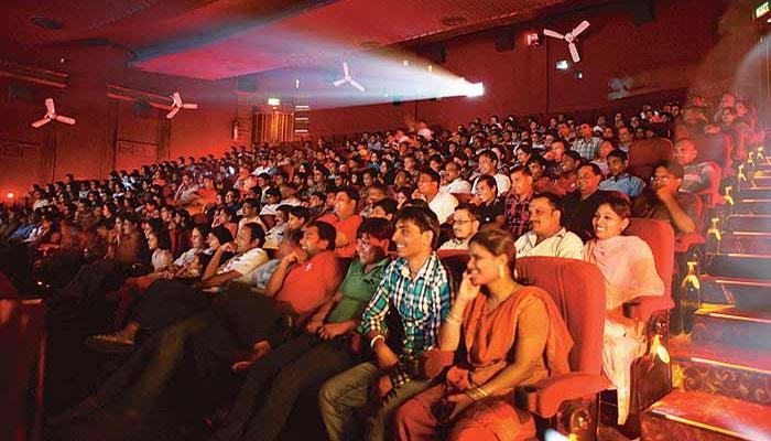 चित्रपटगृहात राष्ट्रगीतावेळी उभं राहायला दिव्यांगांना सवलत