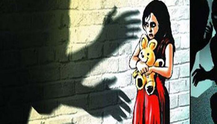Shocking : अडीच वर्षांच्या चिमुकलीला मारहाण करुन अत्याचार