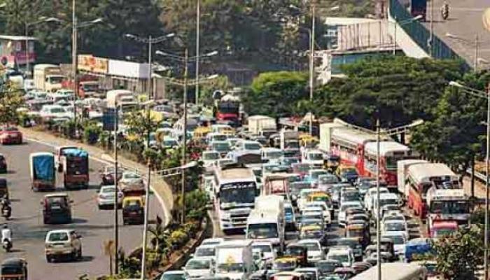 मुंबईत अवजड वाहनांच्या वाहतुकीवर निर्बंध