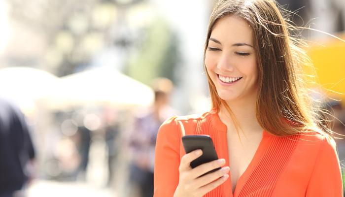 नवऱ्यापेक्षा स्मार्टफोनला अधिक वेळ देतात भारतीय महिला