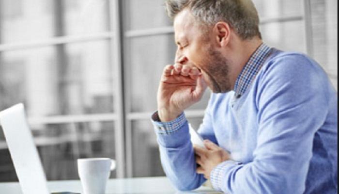 ऑफिसमध्ये जेवणानंतर झोप येत असल्यास हे उपाय करा