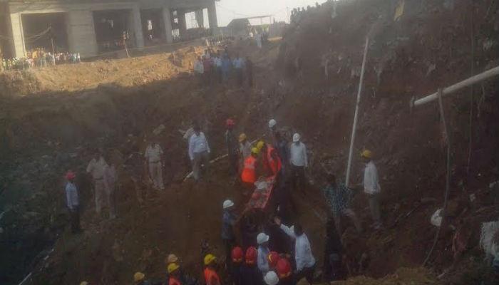 ठाण्यातल्या टीसीएस कंपनीचं बांधकाम कोसळलं, दोघांचा मृत्यू