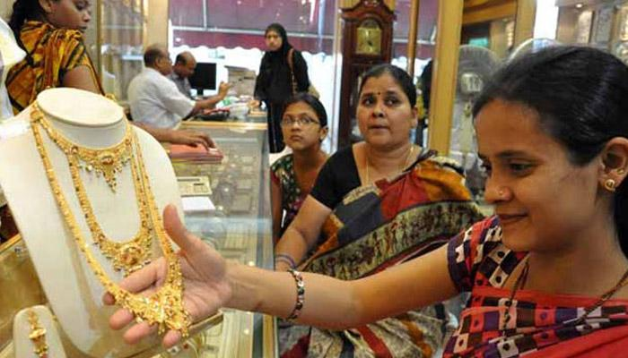 सोन्याचे दर ५० रुपयांनी स्वस्त, चांदी महागली