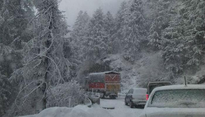 शिमल्यात वर्षातली पहिली बर्फवृष्टी