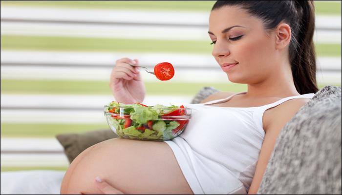 ...गर्भावस्थेत असा असावा आईचा आहार!
