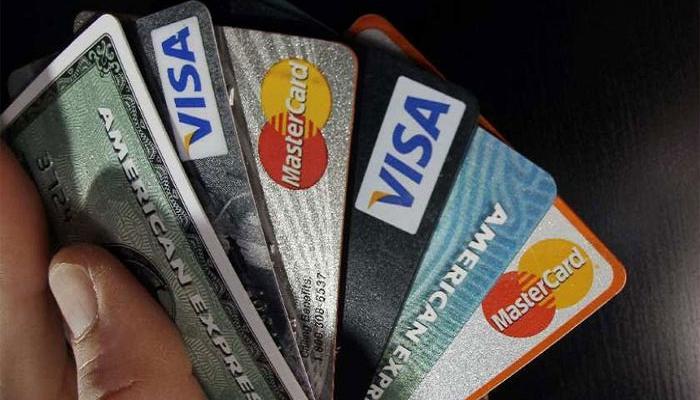 एक हजाराच्या डेबिट कार्ड व्यवहारावर लागणार अडीच रुपये सर्व्हिस चार्ज