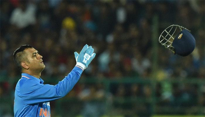 १३९ वर्षाच्या क्रिकेटच्या इतिहासात रेकॉर्ड करणारा धोनी पहिला क्रिकेटर