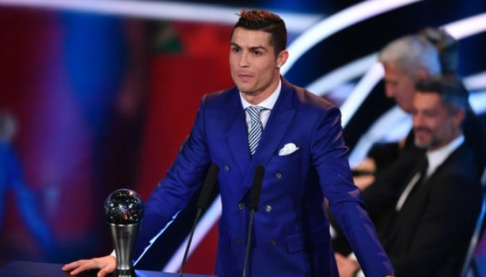 फुटबॉलपटू रोनाल्डोला फिफा प्लेअर ऑफ इयर पुरस्कार