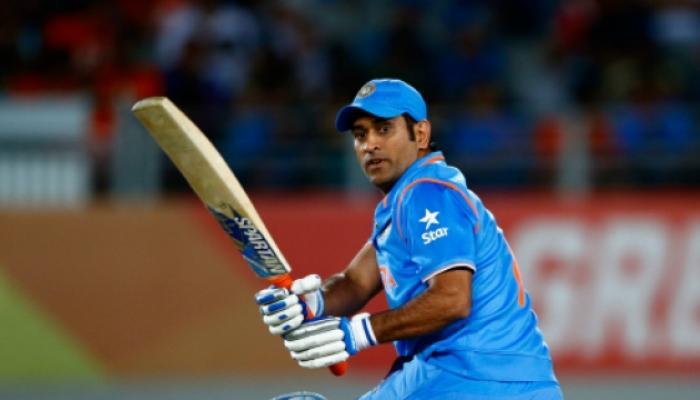 भारताने सामना गमावला, पण धोनीने प्रेक्षकांची मने जिंकली