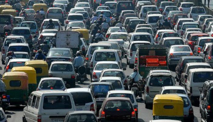 मुंबई-अहमदाबाद मार्गावर वाहनांची दोन तासांपासून कोंडी