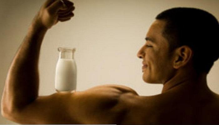 रोज रात्री झोपण्यापूर्वी एक ग्लास दूध पिणे गरजेचे