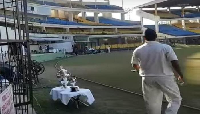 VIDEO : ...आणि आरपी सिंगने चाहत्याचा मोबाईल मैदानावर फेकला