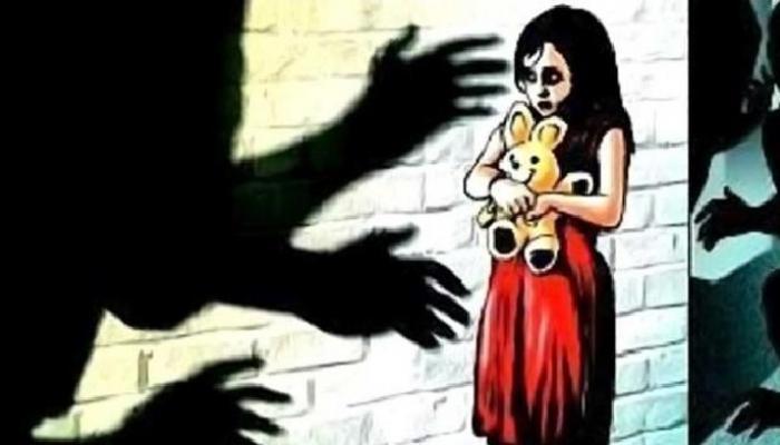 आश्रमशाळेत शिक्षकाकडून अल्पवयीन शाळकरी मुलीचं लैंगिक शोषण